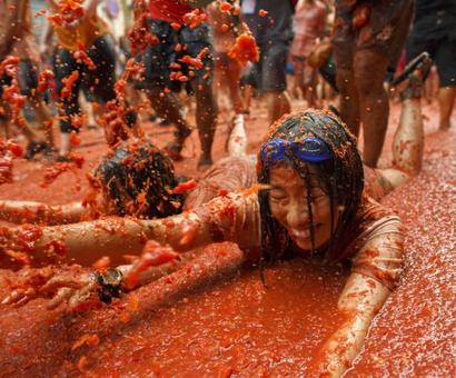 12 most insane images from the world's biggest tomato festival