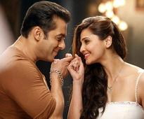 Salman Khan looks super hot in everything: Daisy Shah