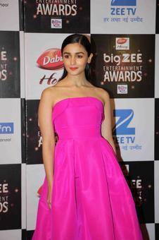 PIX: Alia, Shahid win at Big Zee Entertainment awards