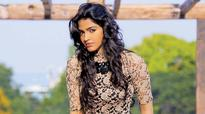 Dhanshika does daredevil stunts in Kaathadi