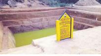 Women build pond at Guruvayur
