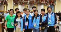 Women continue winning streak, men lose at Olympiad