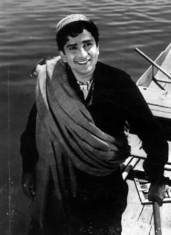 BBC in racism row after using Amitabh's image in Shashi Kapoor obit