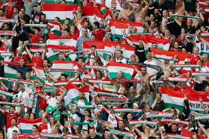 Euro 2016: Hungary celebrate first return since 1972 in style
