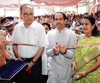 Raj postpones agitation to burn autorickshaws of non-Maharashtrians