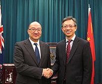 Raymond Tam meets NZ officials