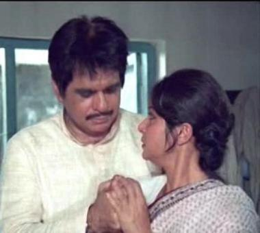 Quiz: What is Dilip Kumar's newspaper called in Mashaal?