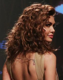 Vote: Do you like Esha Gupta's nude colors?