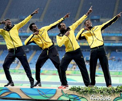 Rio Olympics: United States reclaim men's 4x400m title