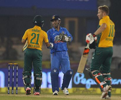 Crowd behaviour mars Cuttack T20I as India concede series