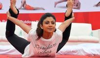 Shilpa to flaunt yoga moves in Dubai