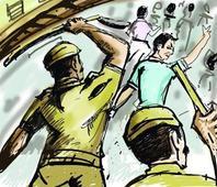 Dalit, Muslim vendors accuse cops of atrocities