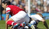 Sidwell, Giroud off as Arsenal edge Fulham