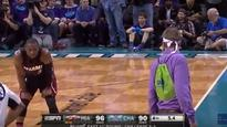 Crazy Hornets fan has argument with Dwyane Wade on sideline