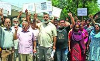 Missing cop: KPs protest for justice to Sameer Bhat