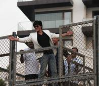 Shah Rukh Khan to Fly Kites on the Terrace of His Sea Facing Bungalow Mannat