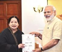 Jaya meets PM, urges Centre to raise annual grant to Rs 2K cr
