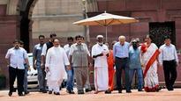 CPM-BJP feud in Kerala echoes in Delhi, Gadkari-led delegation knocks at President's door