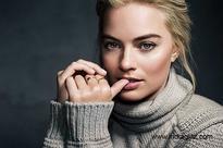 WOW! Margot Robbie to play female Robin Hood - details