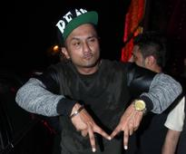 'The Kapil Sharma Show:' Did Yo Yo Honey Singh forget to give credit to original composers of 'Dheere Dheere Se' song? [VIDEO]