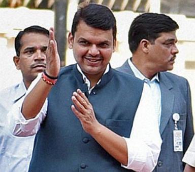BJP not in favour of suspending Sena mouthpiece: Fadnavis