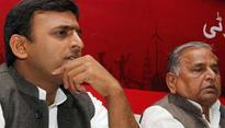 Akhilesh & Mulayam fight over party symbol & offices. Will the real SP please stand up?