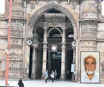 Jama Masjid panel writes to stop film s... Jama Masjid panel writes to stop film shooting in mosque