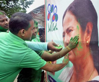 PHOTOS: Celebrations outside Amma's, Didi's residences