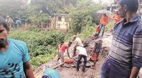 Parsik tunnel: Week after landslide, residents of shanties on hill face eviction