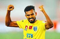 Kerala Blasters retain C K Vineeth, Mehtab Hossain