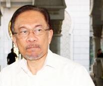 Anwar gets 5 yrs in jail for sodomy