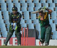 Pakistan target runs, de Villiers