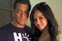 Salman Khan tweets support to Sana Khan