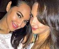 Sona rings in bday with close friends