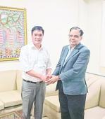 Khandu push for better roads