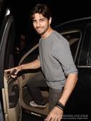 Katrina Kaif, Sidharth Malhotra, Ileana DCruz and Dino Morea spotted at Bandra  view pics!