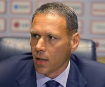 Chaos at top of the Oranje tree, assistant coach Marco van Basten goes to Fifa