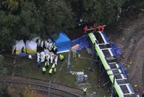 London tram derailment kills 7 and injures over 50 travellers