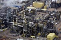 INSIGHT - Innovators toil to revive Canada oil sands as majors exit