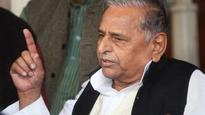 Acid attack victim's kin stage protest at Mulayam's house