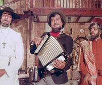 Rishi Kapoor Takes Another Dig At Cong, Says Its Missing Just Vinod Khanna For An 'Amar Akbar Anthony' Reunion