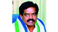 N Chandrababu Naidu lures Kapu leader to strengthen Telugu Desam