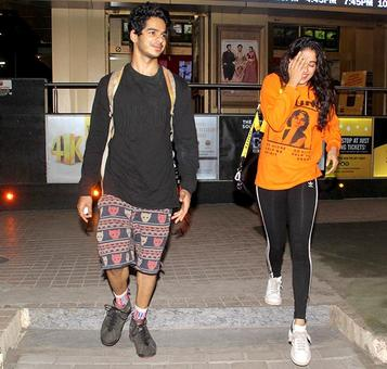 Janhvi Kapoor-Ishaan Khatter go on a movie date!
