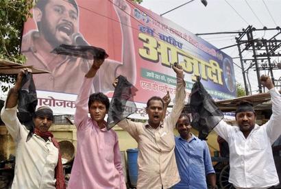 Kanhaiya's supporters thrash protester for waving black flag during his speech