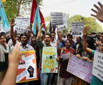 Teachers protest against DU's 4-yr course