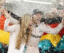 Rosberg shakes off Hamilton's shadow