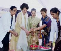 Sonia, Priyanka Gandhi meet with local party leaders in Allahabad