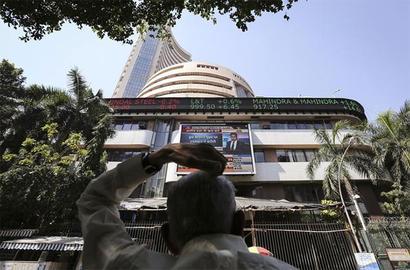 Markets end flat on poor macroeconomic data