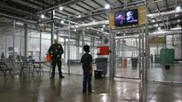 Activists urge Obama to stop using private prison companies to run immigration detention centers