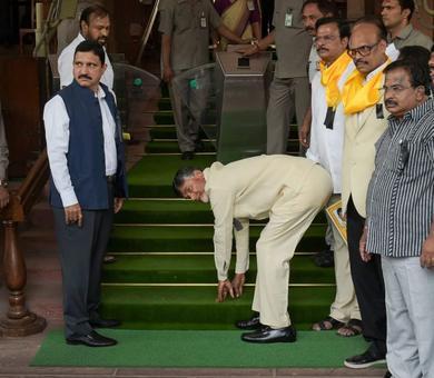 Chandrababu Naidu in Delhi to drum up support against Modi government